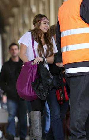 miley-cyrus-marc-by-marc-jacobs-bag-1