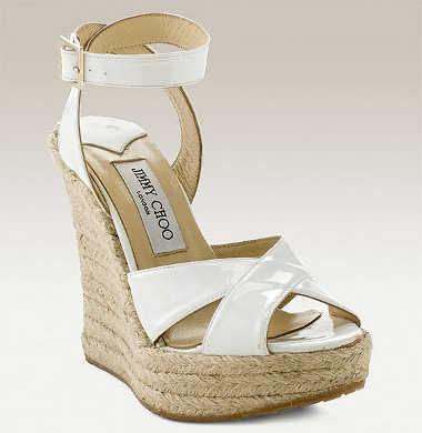 En todo caso, puedes utilizar un modelo de zapato más sofisticado para la  ceremonia y cambiarte a las alpargatas para la fiesta.