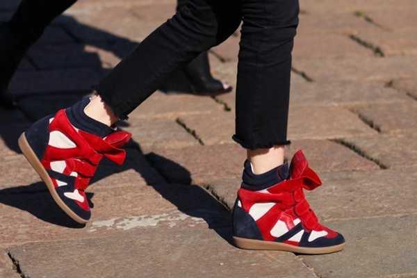 Zapatillas con tacón, la novedad en calzado que encanta a