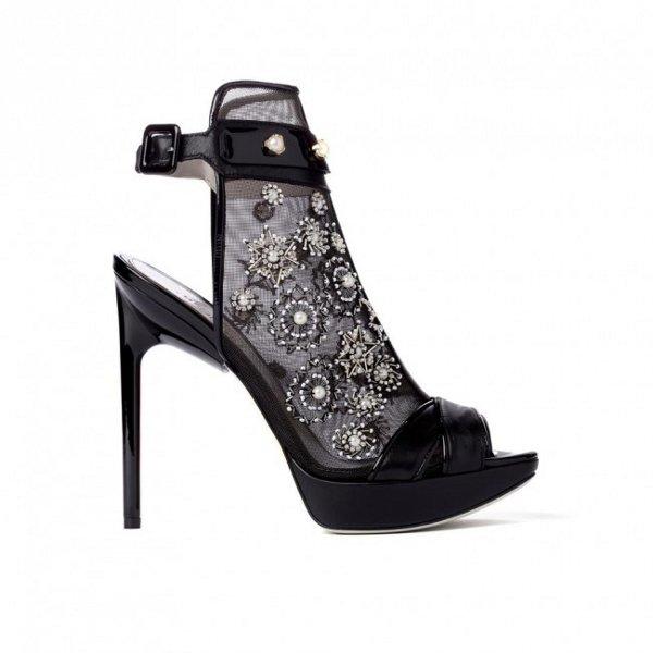 Zapatos de taco de tendengia gótica