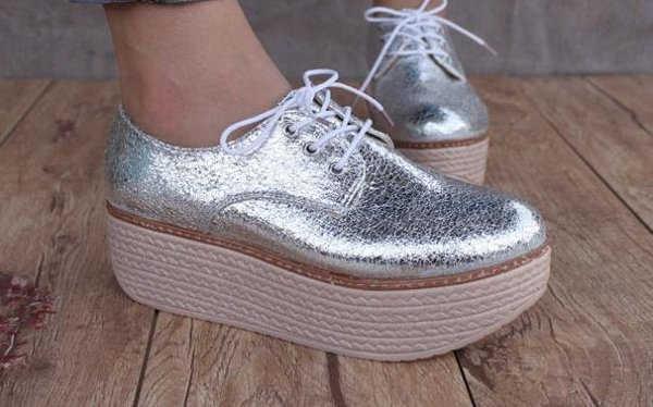 Zapatillas metalizadas con plataforma