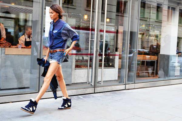 Zapatillas de color azul ¡Me encanta este look!
